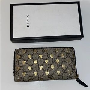 Gucci monogram wallet with gold bee detail